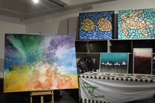 Farbenfrohe Bilder von Rebekka Hackl, der Organisatiorin der Künstlerlounge