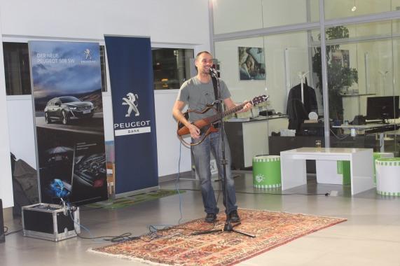 """Der """"AloneUnderHOlder"""" Gernot Fraiss sang mit Leidenschaft bekannte Hits!"""